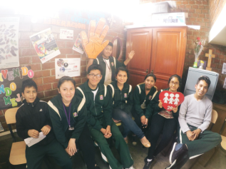 Peruvian and Australian students exchange experiences thanks to Skypeconference